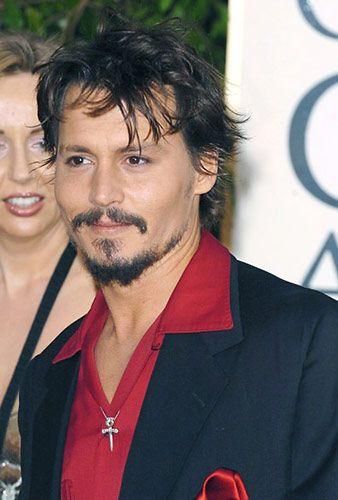 Johnny Depp: Topluluk önünde şarkı söylemekten korkuyor.